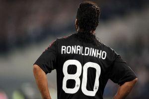 No es un sueño: Ronaldinho regresaría del retiro para jugar en el equipo de Maradona