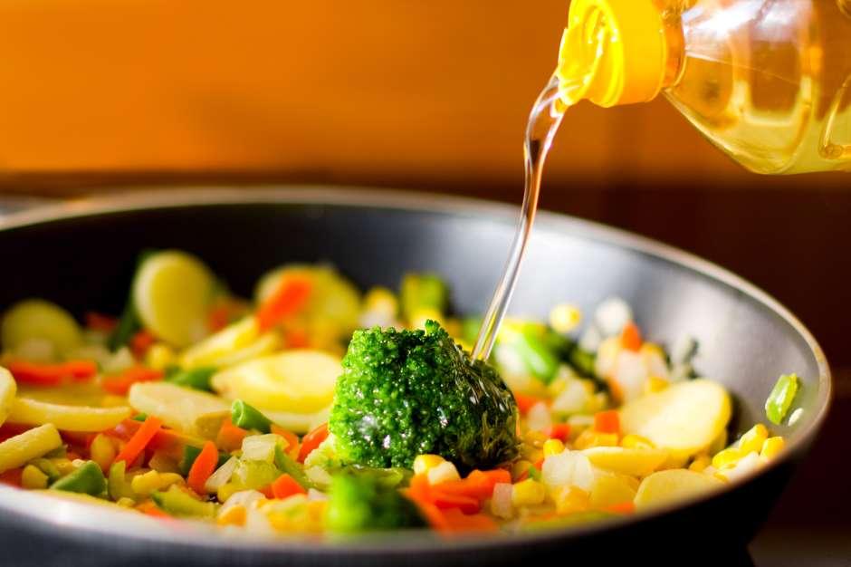 El eliminar el uso de la manteca y reducir la cantidad del aceite en la preparación de los alimentos son clave en el propósito de bajar de peso y mantener un cuerpo regio durante todo el año.