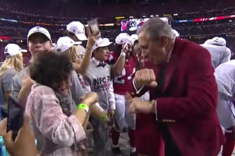 Video: Dueño de los Falcons celebró el pase al Super Bowl con otro bailecito