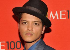Bruno Mars dona miles de menús del Día de Acción de Gracias a Salvation Army