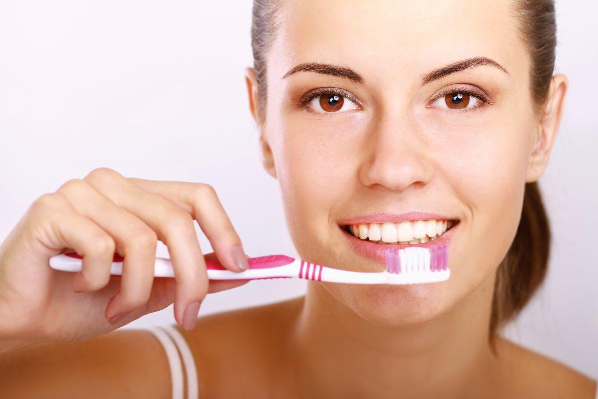 ¿Por qué nunca debemos compartir nuestro cepillo de dientes?