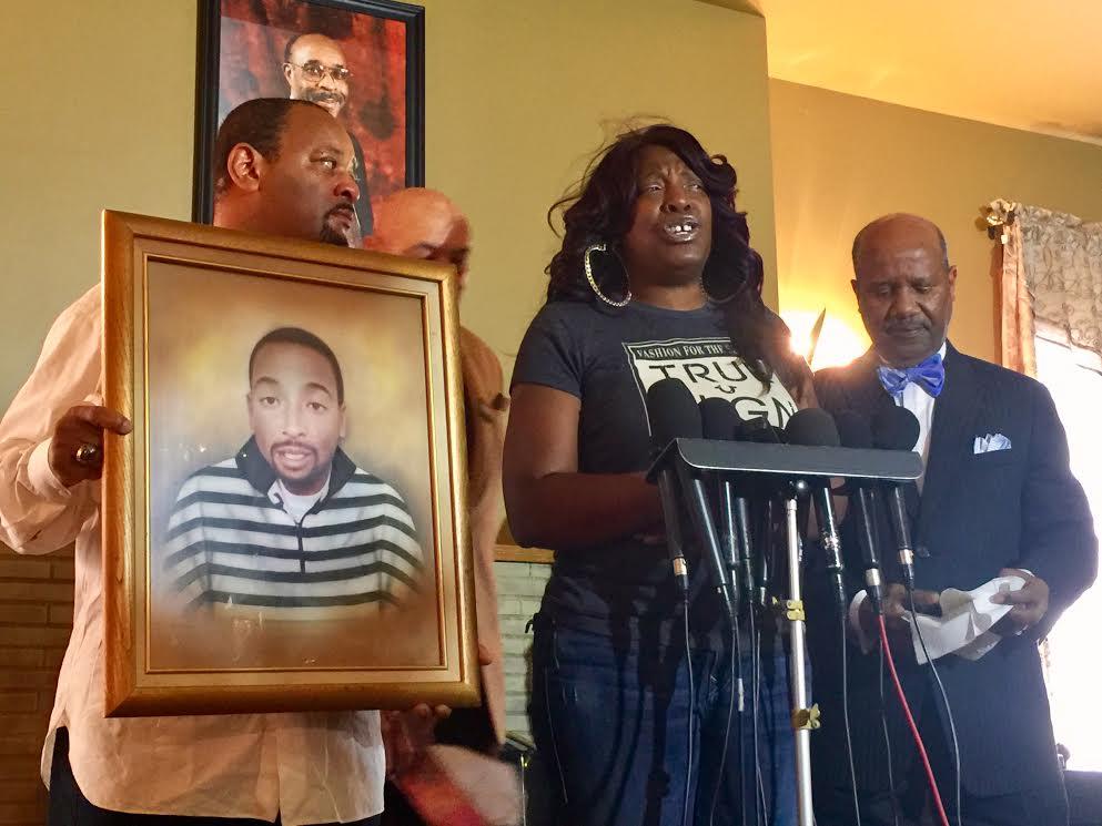 """""""Les llegará su día a los policías que mataron a mi hijo"""", madre de Ezell Ford"""