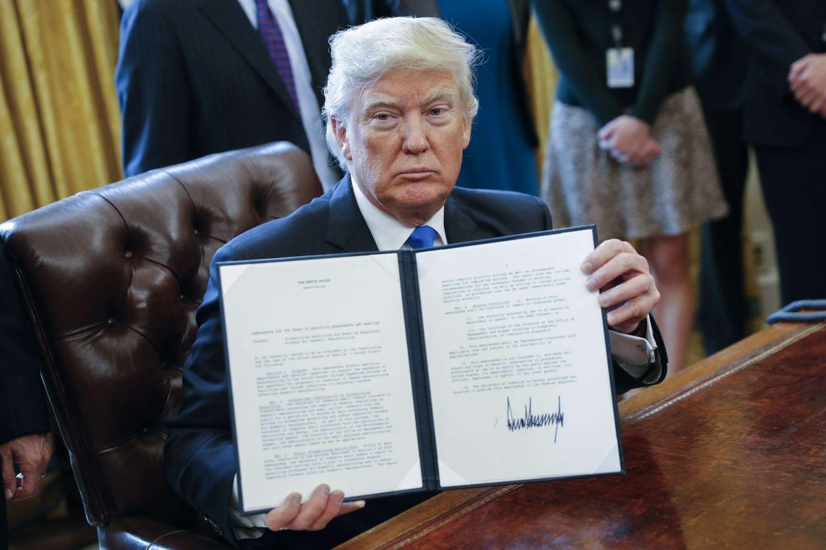 Donald Trump hace amplio uso de las órdenes ejecutivas.