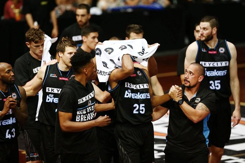 Escalofriante: A un basquetbolista le sacaron el globo ocular en una jugada
