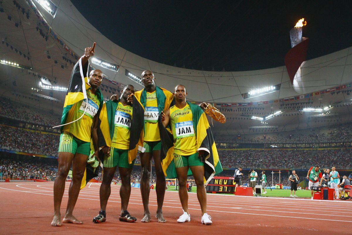 Así corrió Nesta Carter, el compañero de Usain Bolt que dio positivo en Pekín 2008