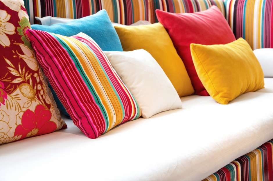Los cojines son ideales para la renovación económica y constante de la decoración de la casa.