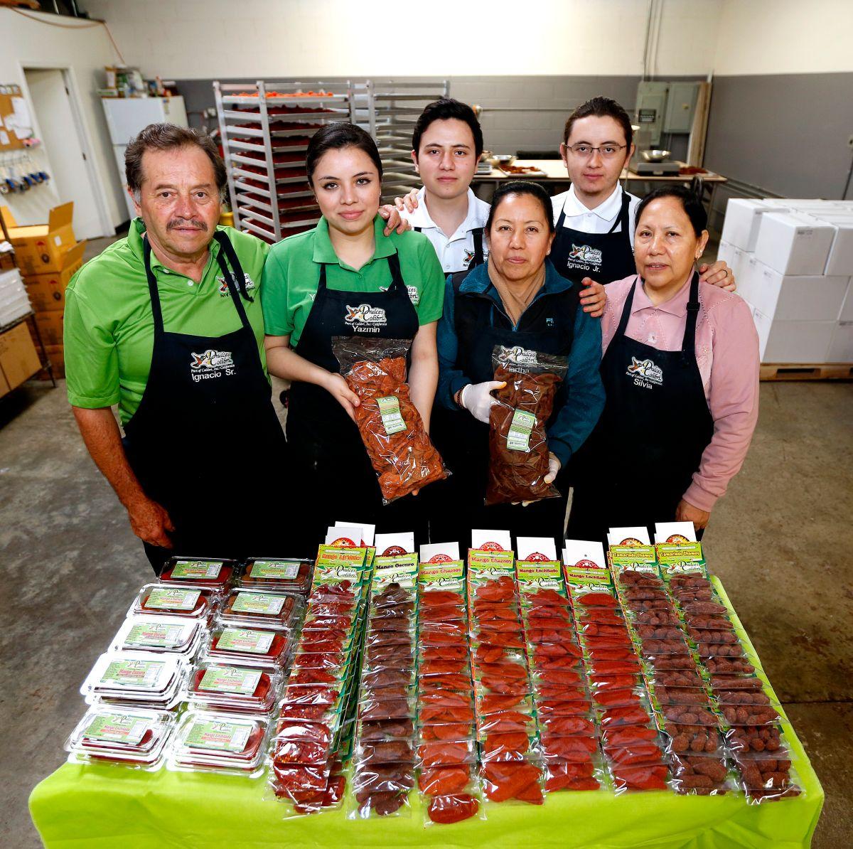 La familia Viramontes, en la imagen en su fábrica de Gardena, es dueña de Dulces Colibrí, un negocio de elaboración de dulces mexicanos.