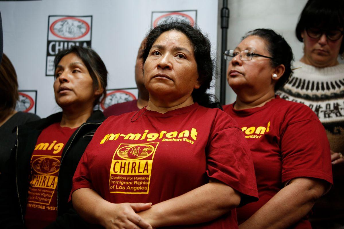 Activistas con CHIRLA, una de las organizaciones en Los Ángeles que se dedica a la abogacía por los derechos de inmigrantes.