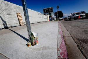 VIDEO: Buscan a tres conductores que atropellaron a un hispano en Los Ángeles y se dieron a la fuga