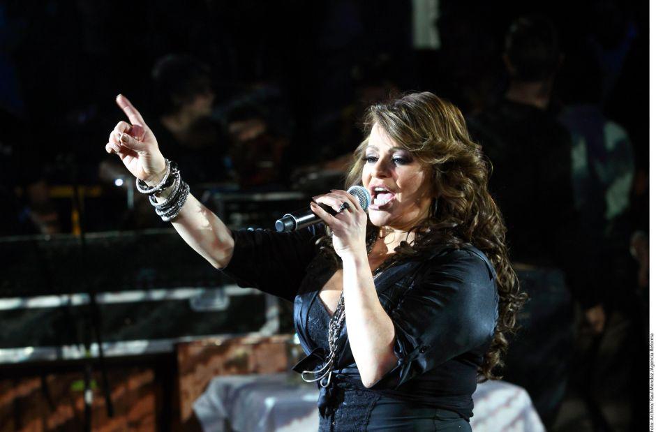 Demandan a Univision por dar mala reputación a Jenni Rivera