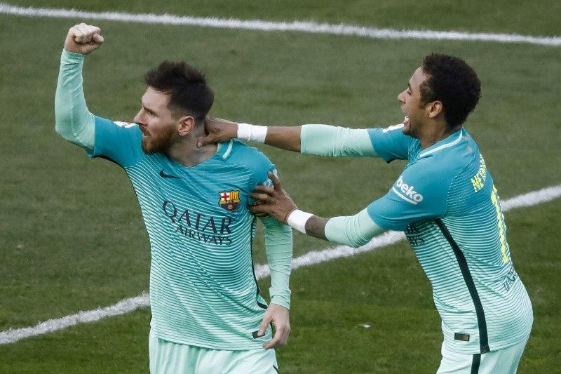 Messi salvó al Barcelona y de paso se afianzó en la cima de goleo del fútbol español.