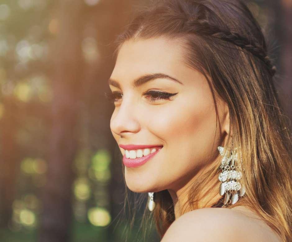 El popular tinturado con la técnica 'balayage' permite obtener en las latina de cabello oscuro un 'Blonde' más acorde con su tono de piel.