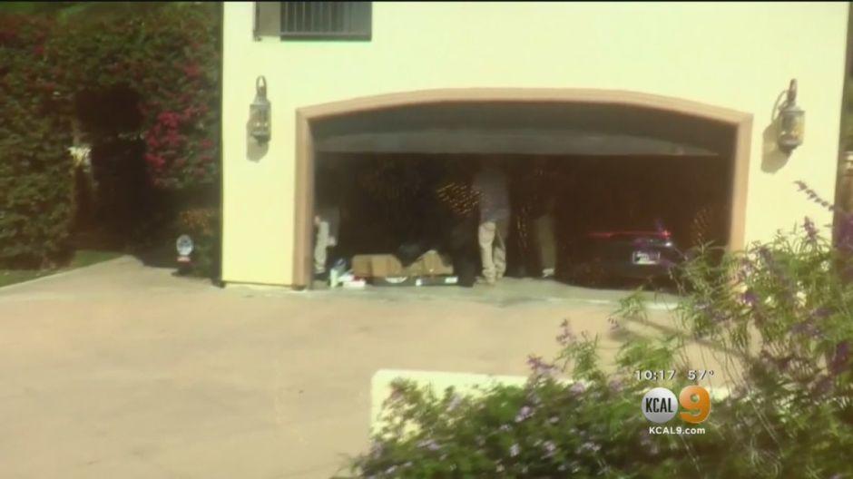 Agentes de ATF inspeccionan residencia de policía de Pasadena
