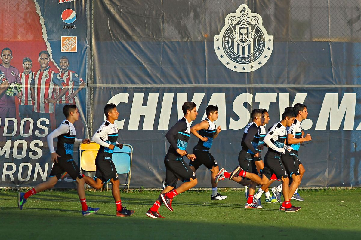 Imagen de archivo de una sesión de entrenamiento de las Chivas del Guadalajara.