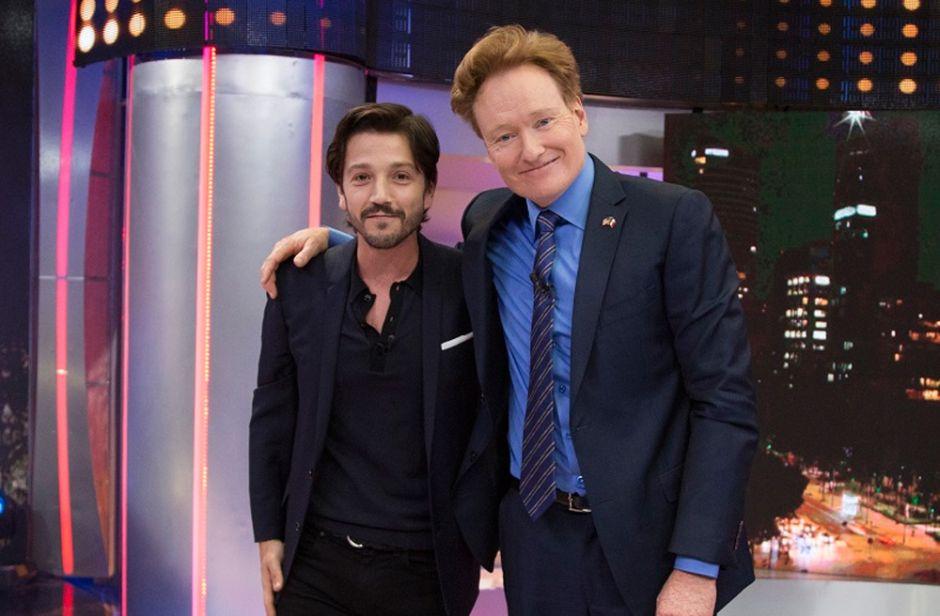 Video: Así fue el encuentro de Diego Luna y Conan O'Brien