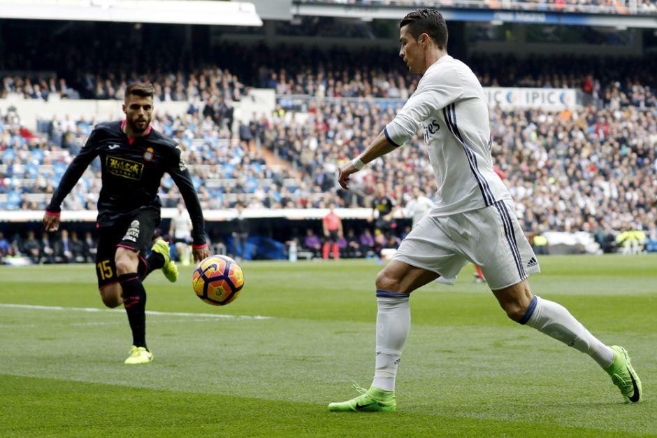 Video: Espectacular caño de Cristiano Ronaldo que hizo poner de pie al Santiago Bernabéu