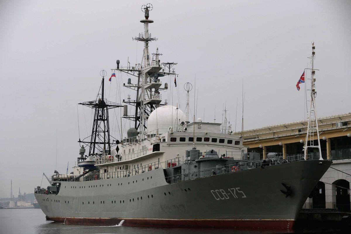 """Un barco espía ruso navega frente a la costa de Florida y las Carolinas de forma """"errática"""" y """"peligrosa"""""""