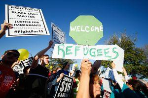 Legisladores de California proponen leyes de ayuda a refugiados
