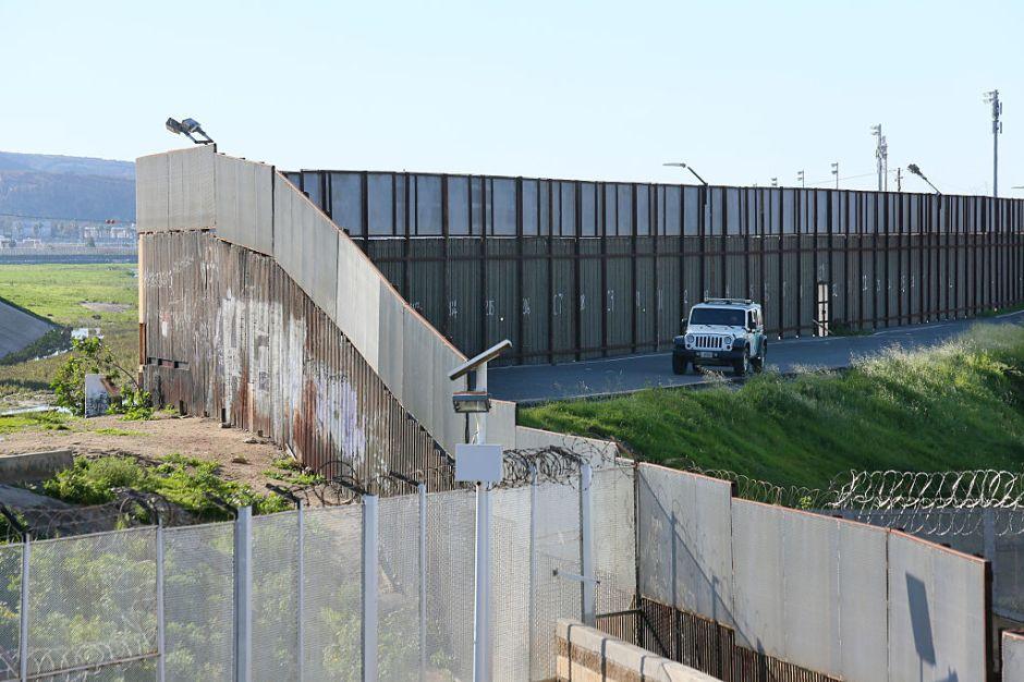 Ayuntamiento de Los Ángeles va contra el muro de Trump