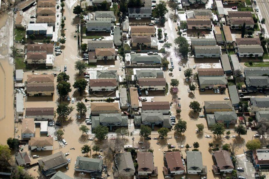 """Alertan de riesgo de """"fallo"""" en presa de California que dejaría bajo agua a unas 300 mil personas"""