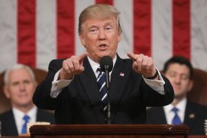Trump propone licencia con sueldo para las familias, y mejor cuidado médico para mujeres