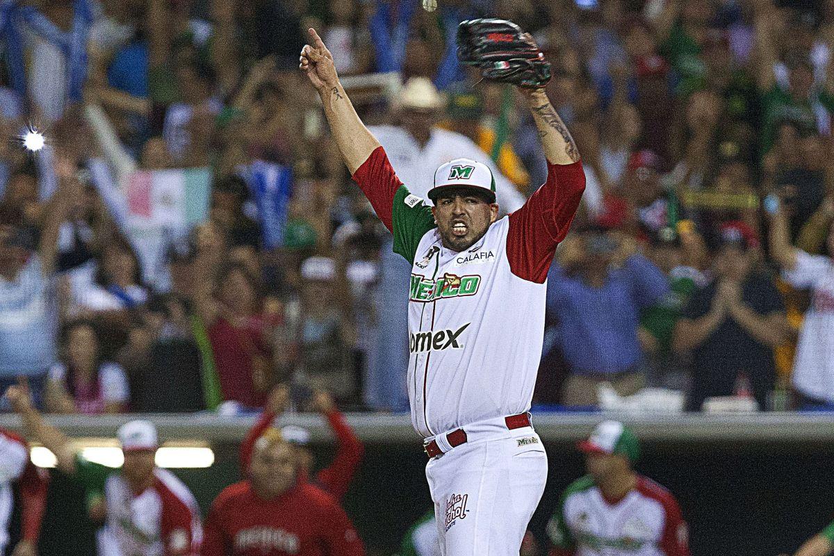 Jake Sánchez empieza la celebración mexicana luego de conseguir el out 27 para los Águilas de Mexicali, que blanquearon al campeón cubano Granma para avanzar al juego final.