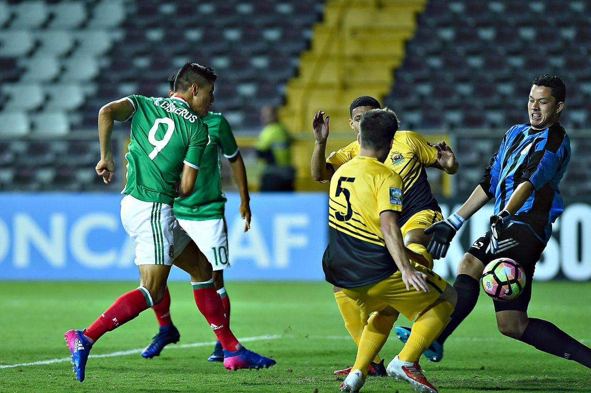 Ronaldo Cisneros #9 marcó un doblete para el Tri Sub-20.
