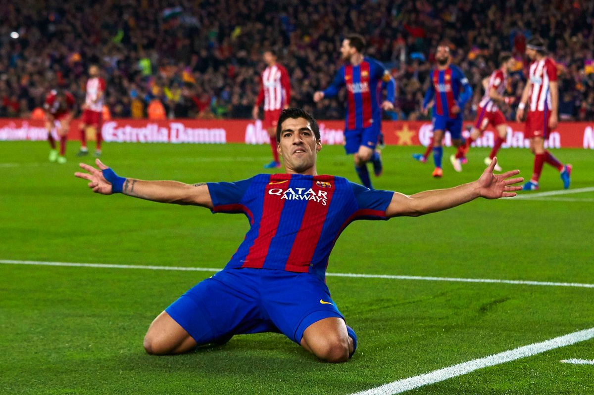Luis Suárez fue clave en el empate del Barcelona, pero después se fue expulsado.