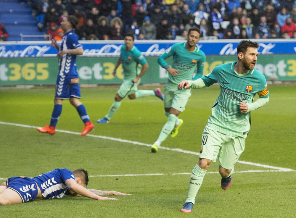 Barcelona derrotó 6-0 al Alavés, con doblete de Messi.