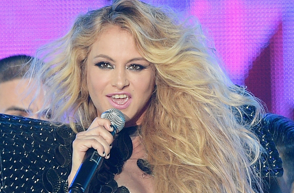 Video: ¿Porqué Paulina Rubio canta tan raro?