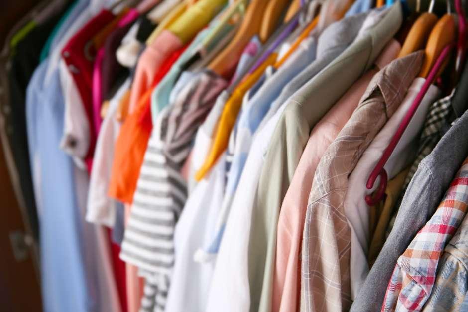 Los textiles de la ropa que se guarda de forma apretada se dañan.