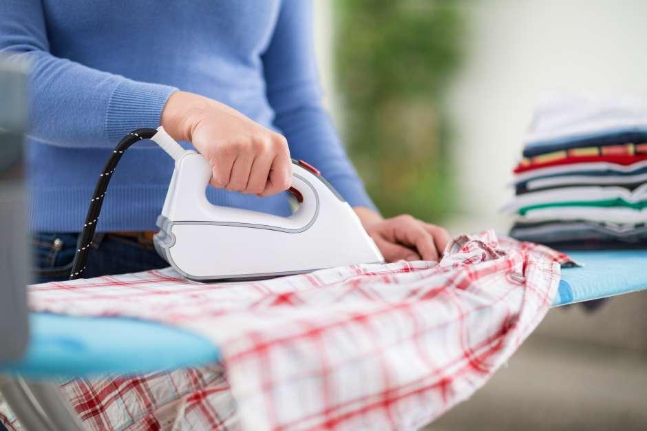 Para conservar la textura de las telas, siempre plancha tu ropa a la temperatura indicada.