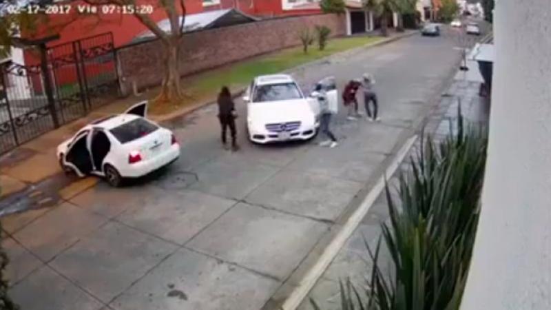 Video: Captan en video secuestro de mujer en Michoacán