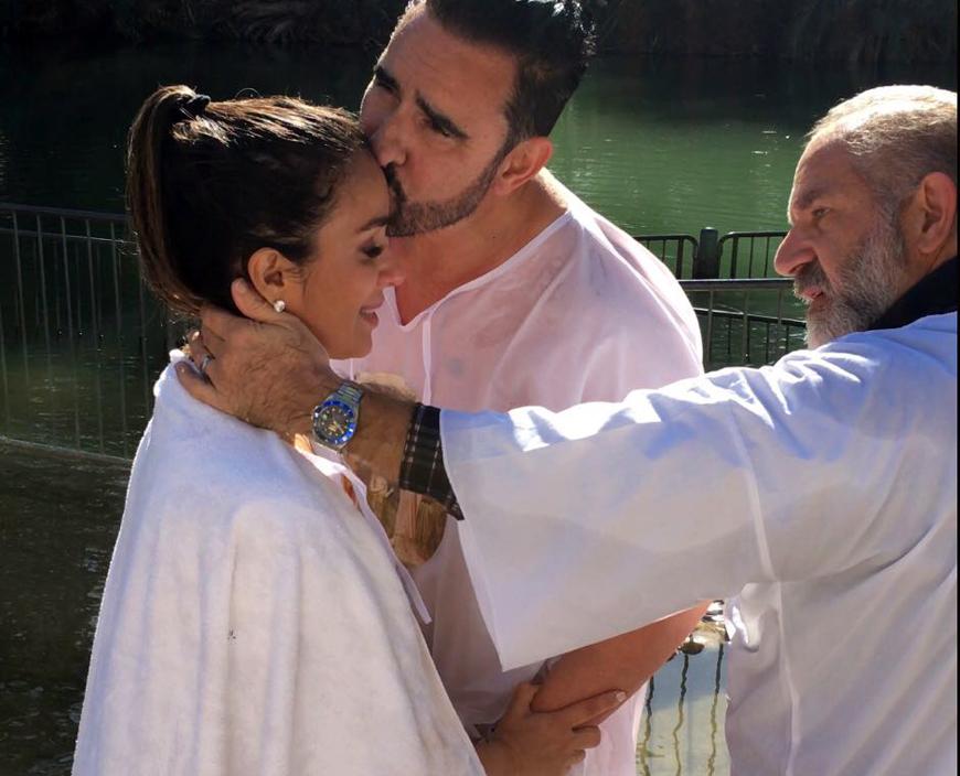 Cathy y Miguel se bautizaron en el Río Jordán