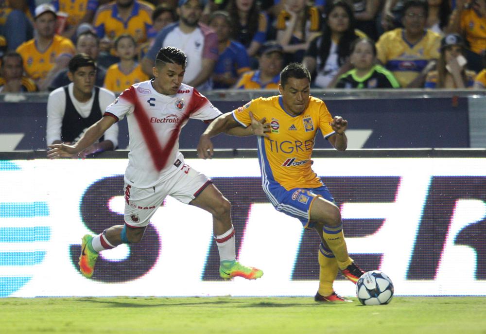 Veracruz recibe al campeón Tigres en el puerto.