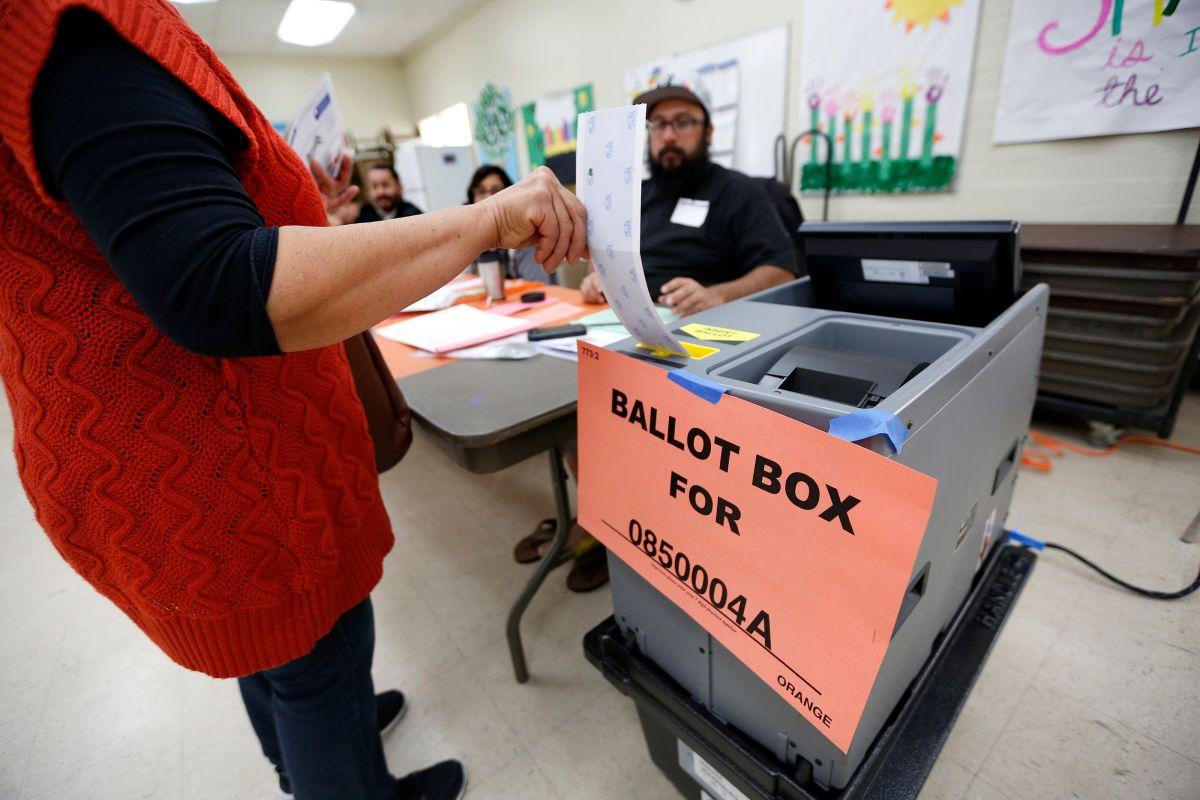 Se espera que la afluencia de votantes sea baja, por lo que cada voto cuenta. (Aurelia Ventura/La Opinion)