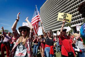Marcha nacional de mujeres propone cambiar rechazo a Trump por más poder en las urnas