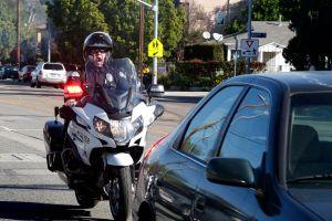 Este agente del Sheriff de LA estaba muy frustrado con una conductora que iba a alta velocidad