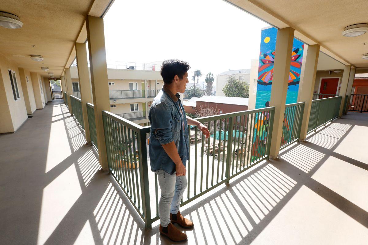 Jóvenes de hogares de crianza que llegan a edad adulta podrían obtener vales de vivienda