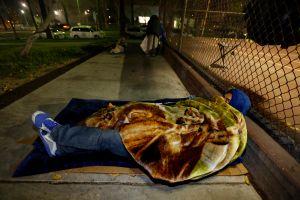 Este indocumentado lleva 12 años viviendo en la calle, pero su familia no lo sabe