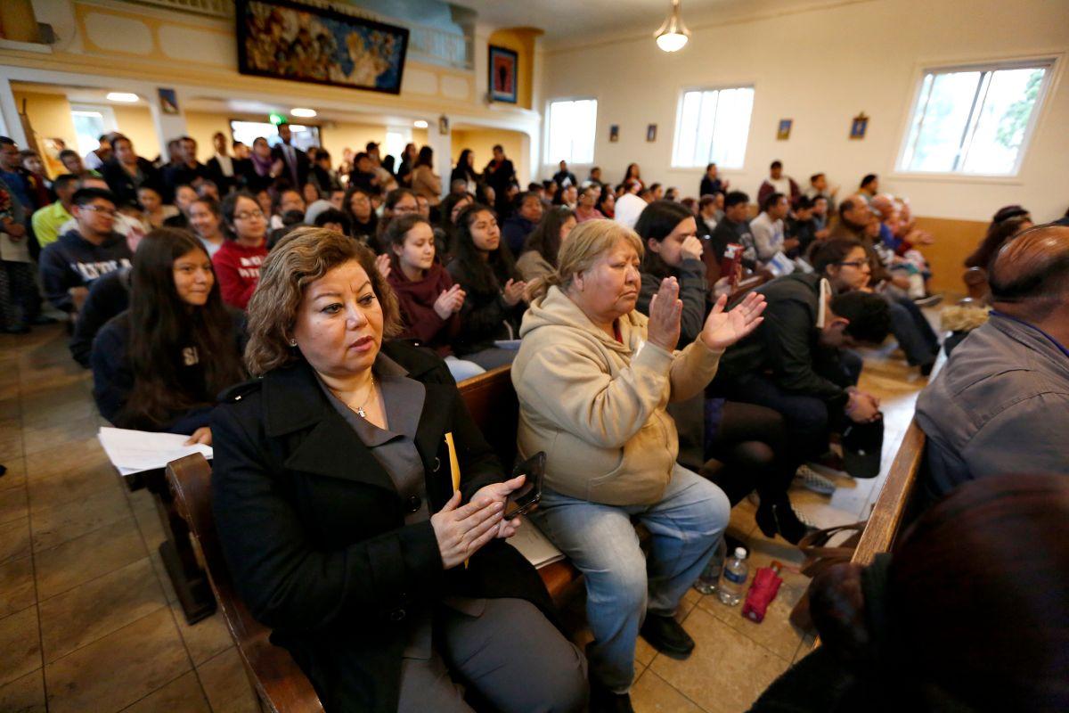 Los inmigrantes pueden informarse, prepararse y defender sus derechos ante redadas de inmigración