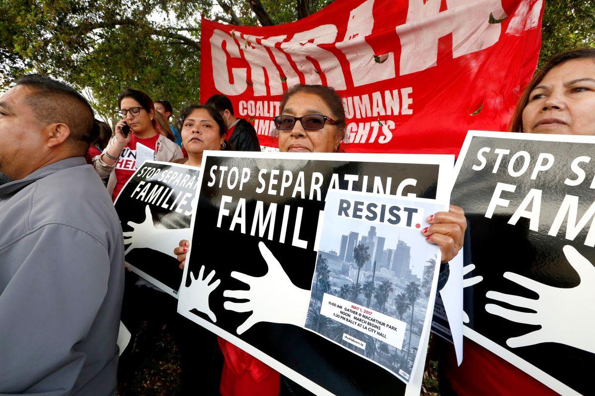 Hay constantes protestas de grupos comunitarios contra las prioridades de deportación.
