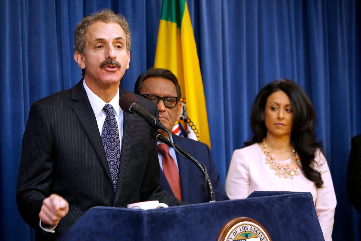 Fotografía de archivo del fiscal de Los Ángeles, Mike Feuer.