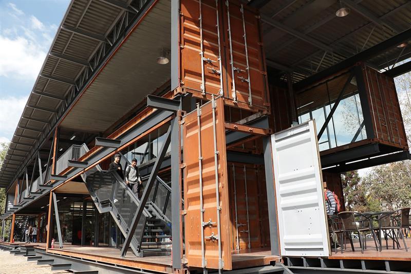 Inauguran el primer edificio de materiales reciclados en América Latina