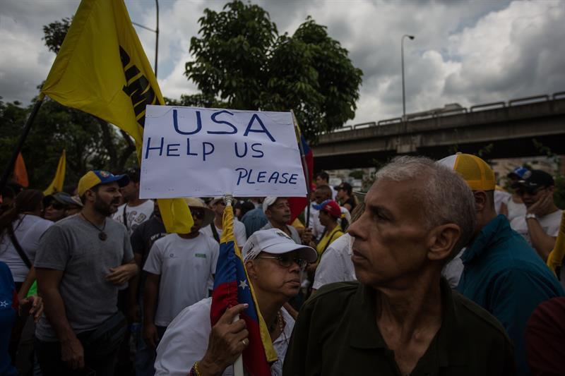 Protestan por la ocupación de una panadería de Caracas