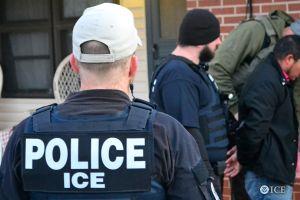 """Se paran en una gasolinera de San Bernardino y les cae """"La Migra""""; arrestan al esposo"""