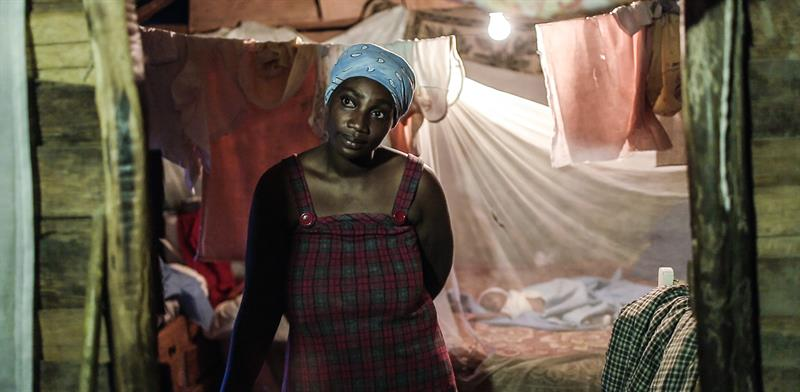 Mujer en frontera de Haití y Dominicana.