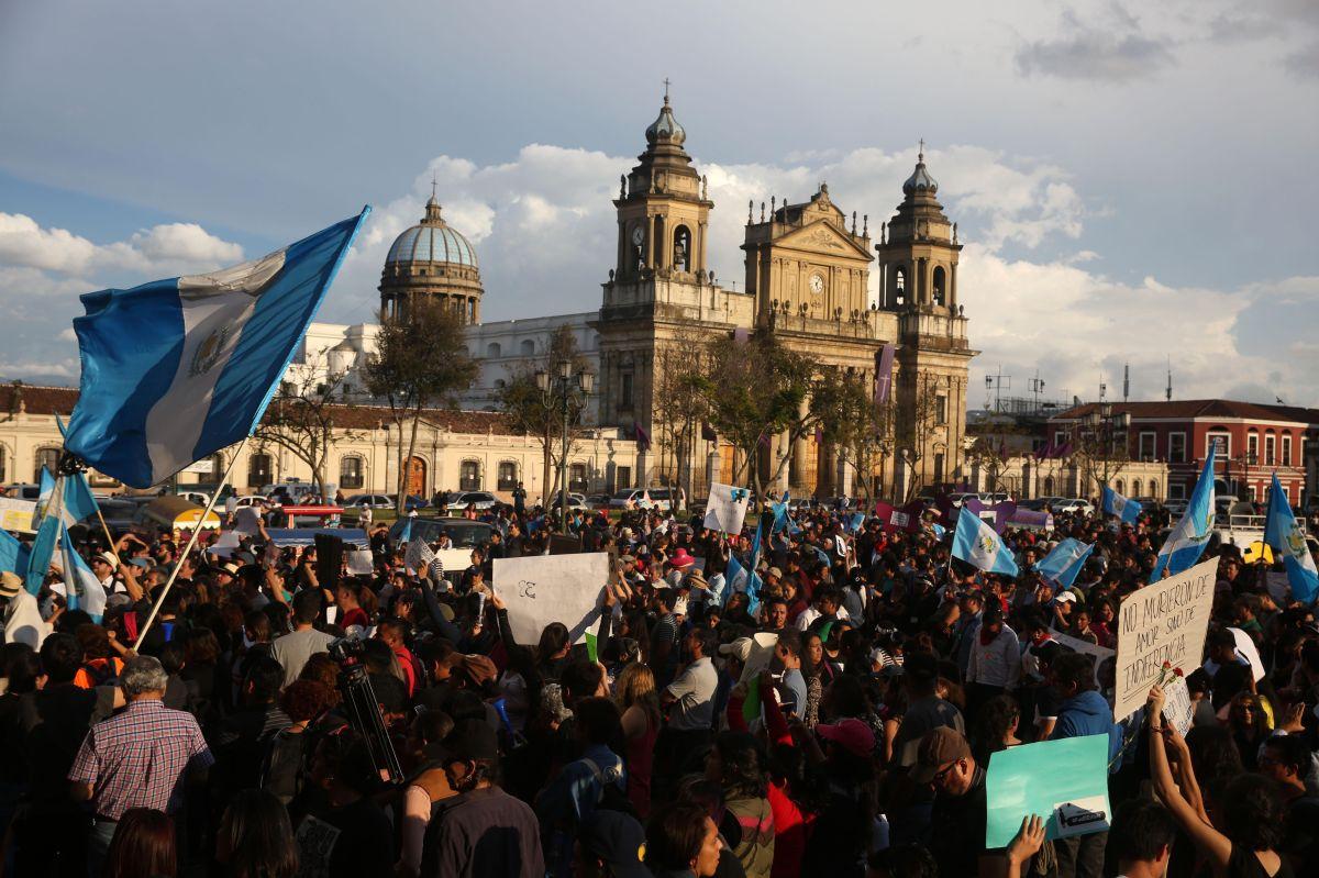 Guatemala: Piden la renuncia del presidente tras la muerte de 38 niñas en incendio (video)