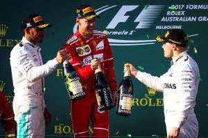 Sebastian Vettel y Ferrari vuelven a ganar un año y medio después