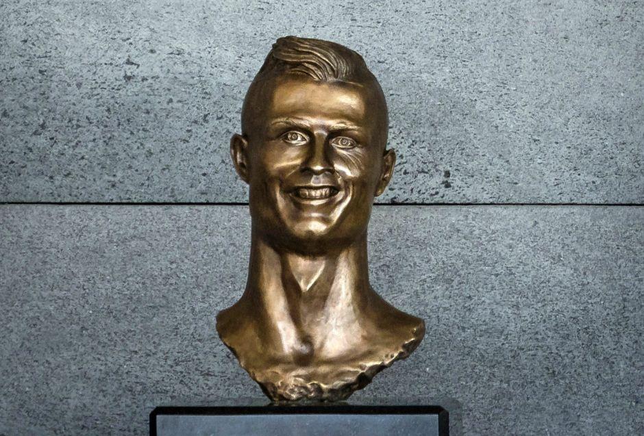 Escultor del busto de Cristiano Ronaldo asegura que le gustó al futbolista